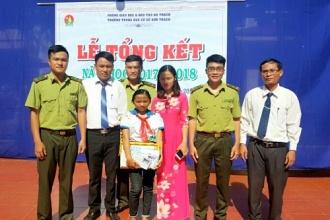 """Chi đoàn Hạt Kiểm lâm VQG Phong Nha – Kẻ Bàng: Trao học bổng """" Nâng bước em tới trường"""" cho các em học sinh Trường THCS Sơn Trạch"""